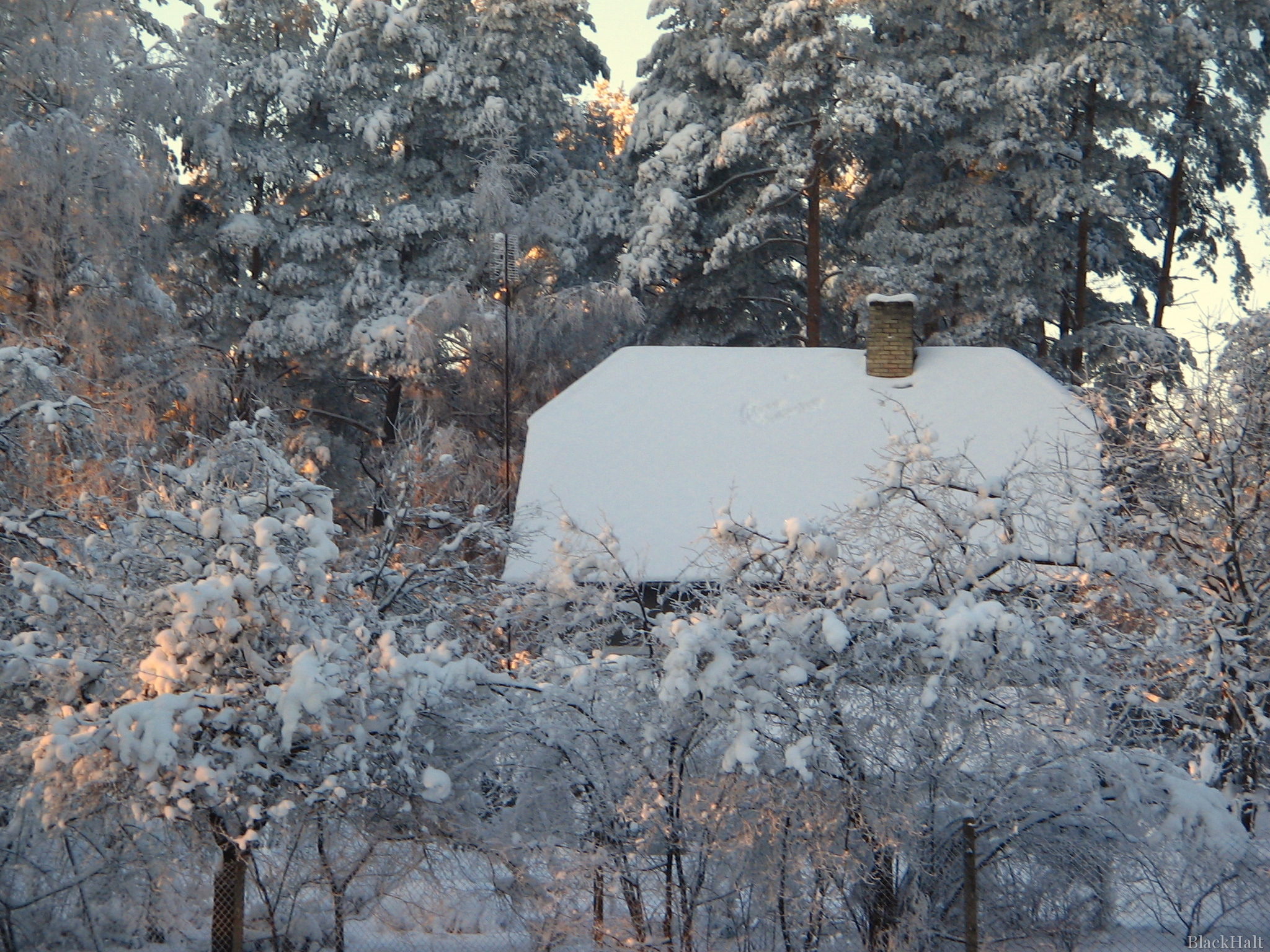 Sniegs, māja